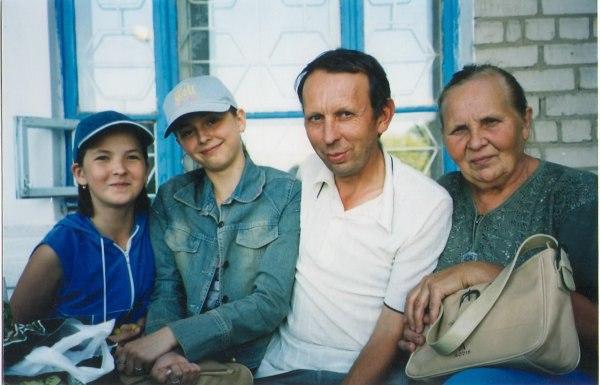 Фото - Моя семья: : Мама, я, две племянницы - Юрий, 59 лет, Джанкой