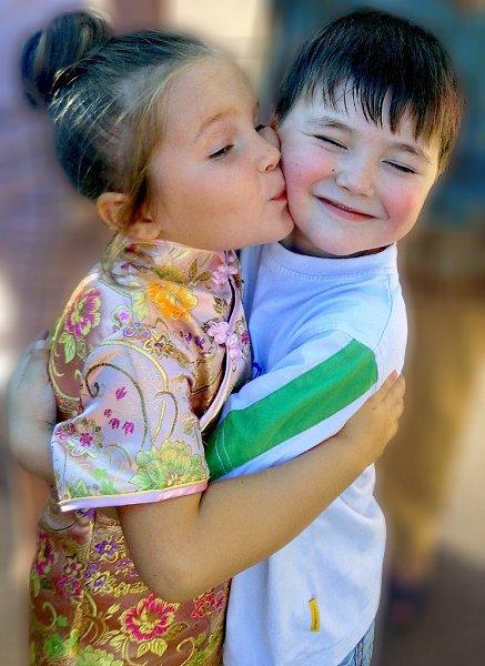 Фото поцелуя: Дети тоже целуются) - Alice, Белград