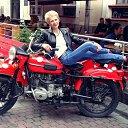 Принц не нужен, конь есть, правда, красный... ))) Удивительно... как женщина КРАСИВА ... когда одета в полное к вам БЕЗРАЗЛИЧИЕ...
