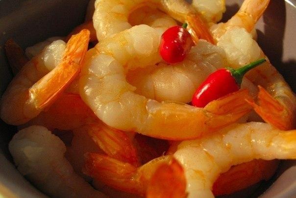 Креветки в пикантном соусе.Время приготовления: 40 минутКоличество: 2 порцииИнгредиенты:Лук репчатый ... - 2