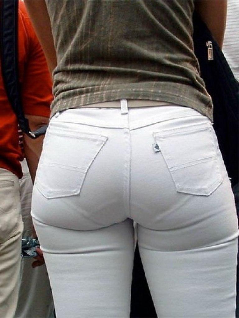 У баб видны трусы из штанов, парень отсасывает у себя член показать