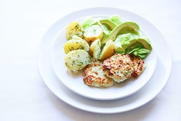 Рыбные котлетки с творожным сыром.На 100гр: ккал - 135.2, Б - 13.7, Ж - 8.3, У - 1.2.Ингредиенты (~ ...